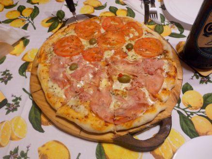 Pizza napolitana y jamón